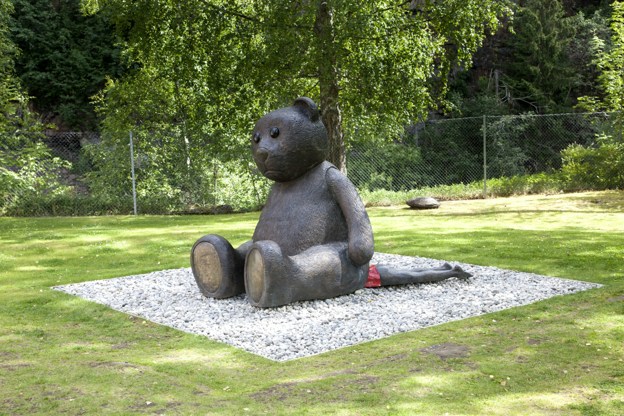Sculpture, teddy bear, bronze.