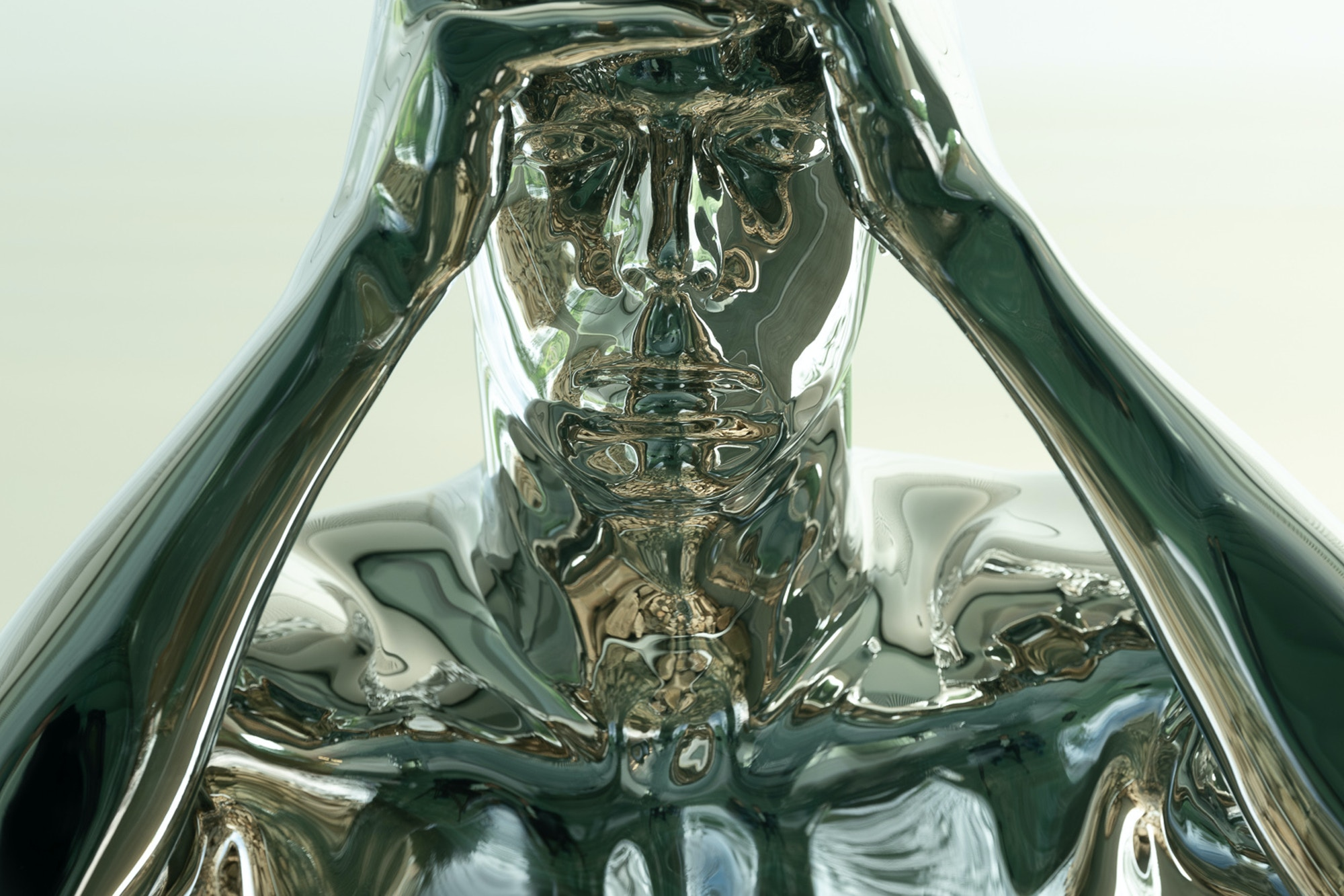 Skulpturen viser en mann i sølv som titter inn på oss fra utsiden av vinduet i museumsbygget The Twist.
