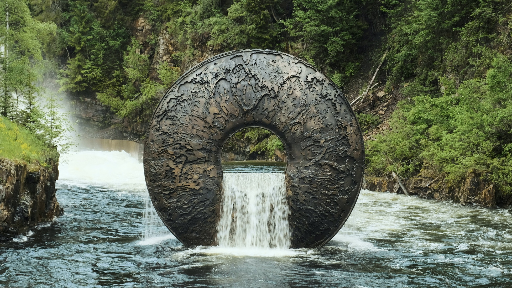 Sculpture, shape of an eye, placed in the river