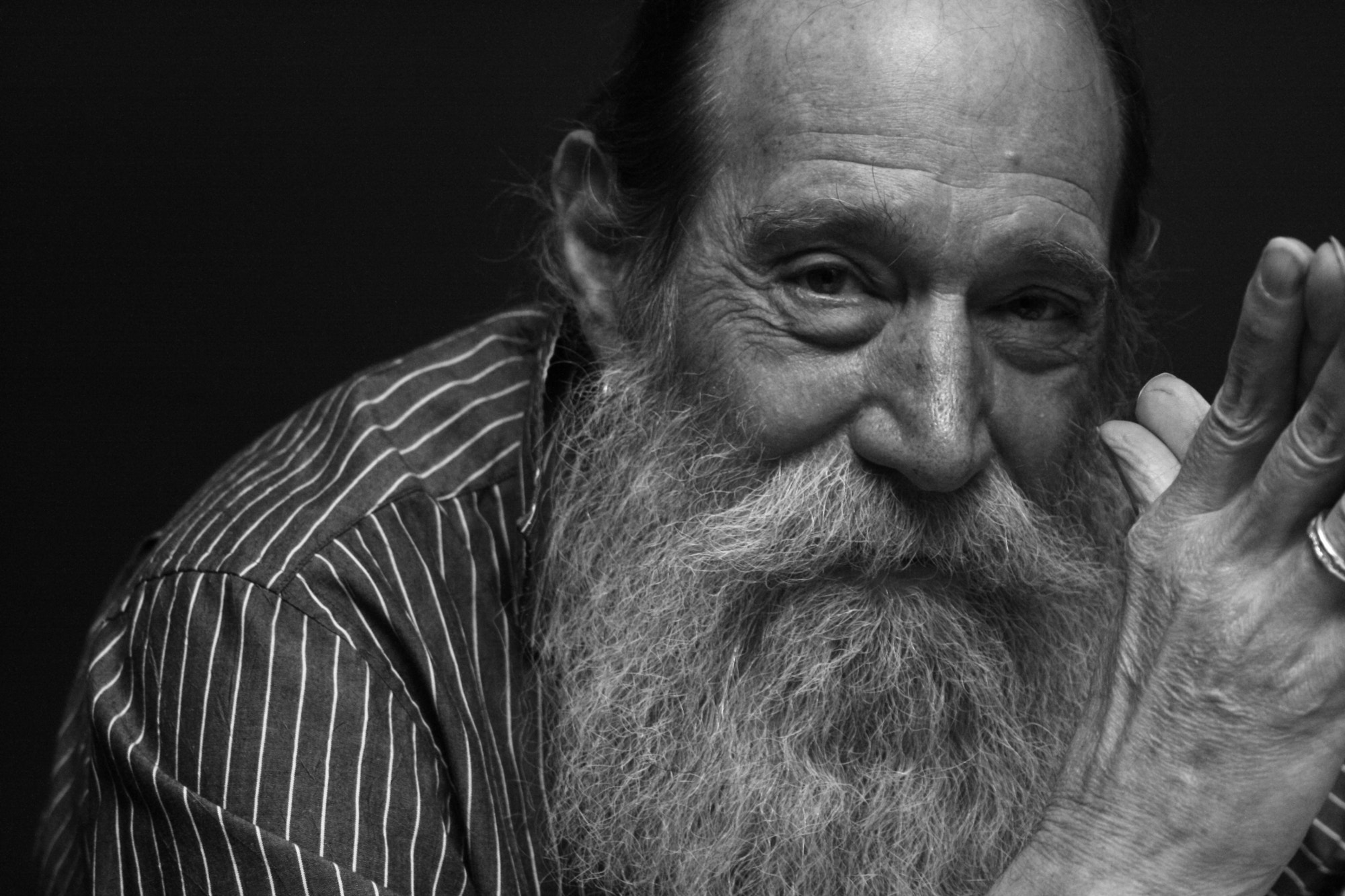 Black and white portrait of the artist Lawrence Weiner